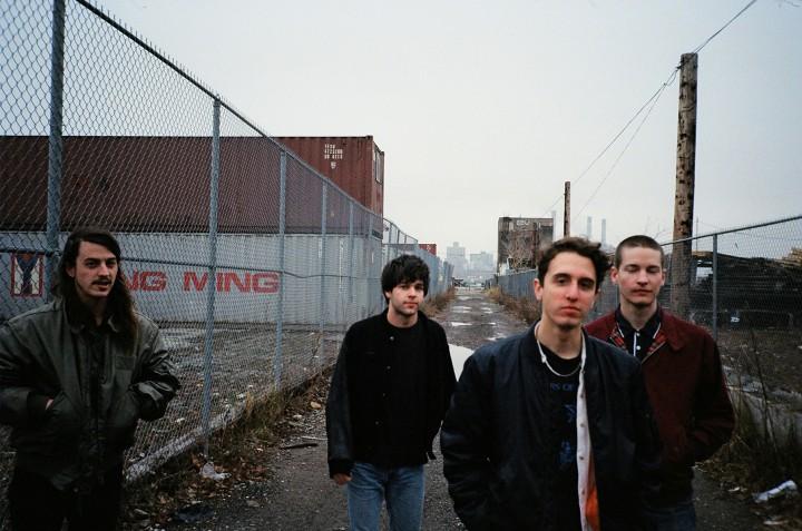 Beach Fossils anno 2013. Fra venstre mod højre: Tommy Davidson (guitar), Jack Doyle Smith (bas), Dustin Payseur (guitar og sang) og Thomas Gardner (trommer) [Foto: John Peña/Captured Tracks]