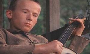 """Ikonisk indavl fra Deliverance i form af skuespilleren Billy Redden. Og nej, det var ikke ham selv, der spillede, men derimod den lokale musiker Mike Addis, der """"gemte"""" sig bag Redden"""