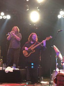Sturgills bassist og blæser